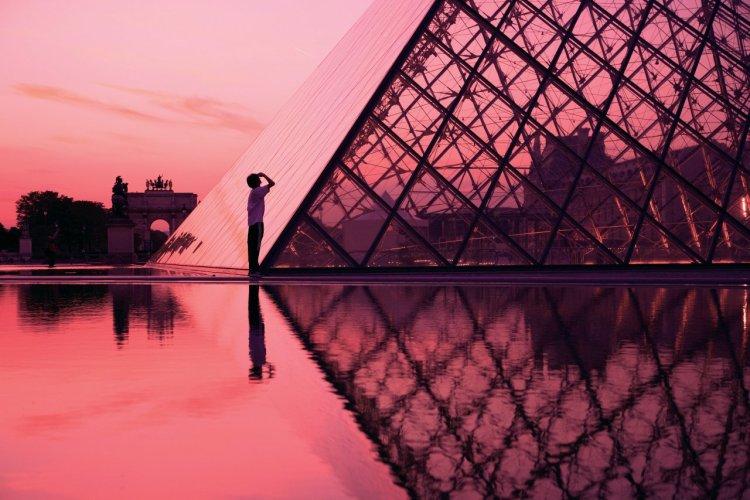 La pyramide du Louvre, de Leoh Ming Pei - © Sylvain SONNET