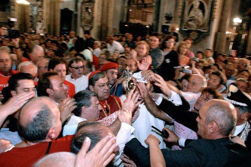 - © Festa patronale di San Gennaro a Napoli