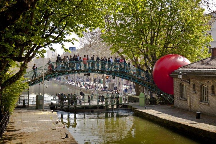 La Redball, canal saint Martin à Paris. - © ©KURT PERSCHKE
