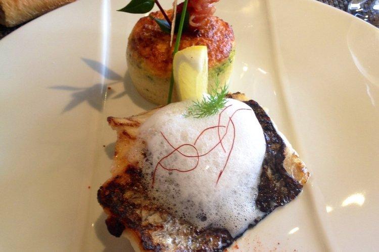Filet d'ombrine grillé a l'huile de citron et crémeux aux trois legumes - © Xavier BONNIN