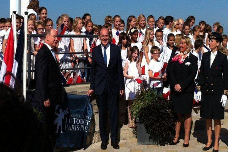 Albert II a inauguré la « promenade des princes de Monaco » avec le député-maire du Touquet Daniel Fasquelle - © FRANCE 3