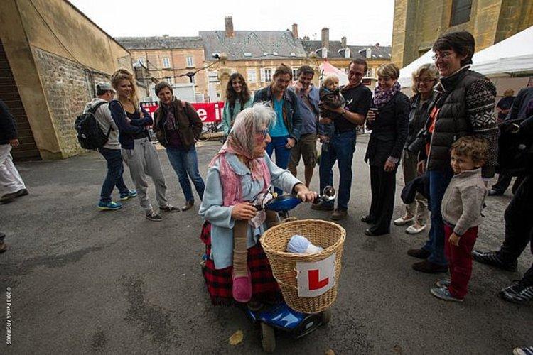 Tous les 2 ans, Charleville-Mézières accueille cet évènement mondial de ces arts parmi les plus créatifs de la scène contemporaine. - © festival-marionnette.com