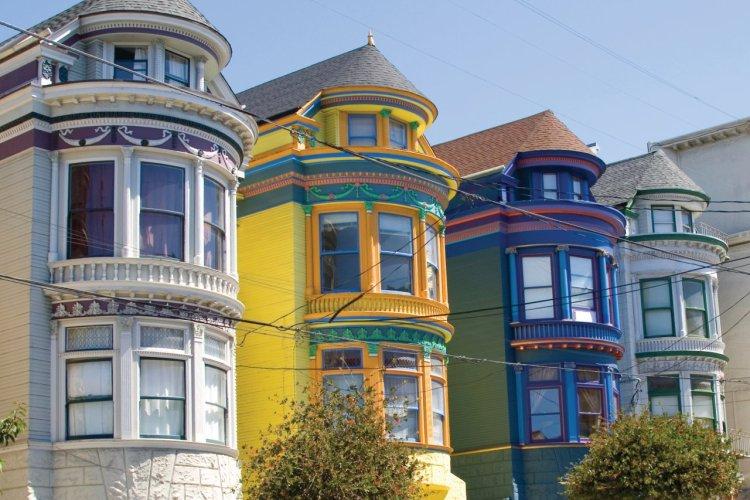 Maisons victoriennes colorées du district de Haight Ashbury. - © lcoccia - iStockphoto
