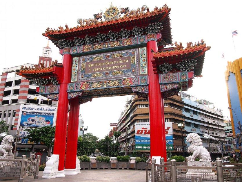 La porte à tête de dragon de Chinatown.