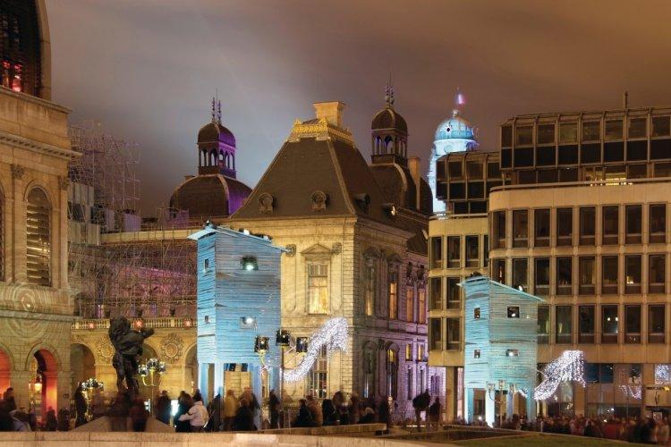 La Fête des Lumières place de la Comédie - © JakezC - iStockphoto.com