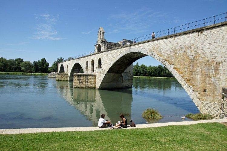 Le pont Saint-Bénézet. - © Yves ROLAND - Fotolia