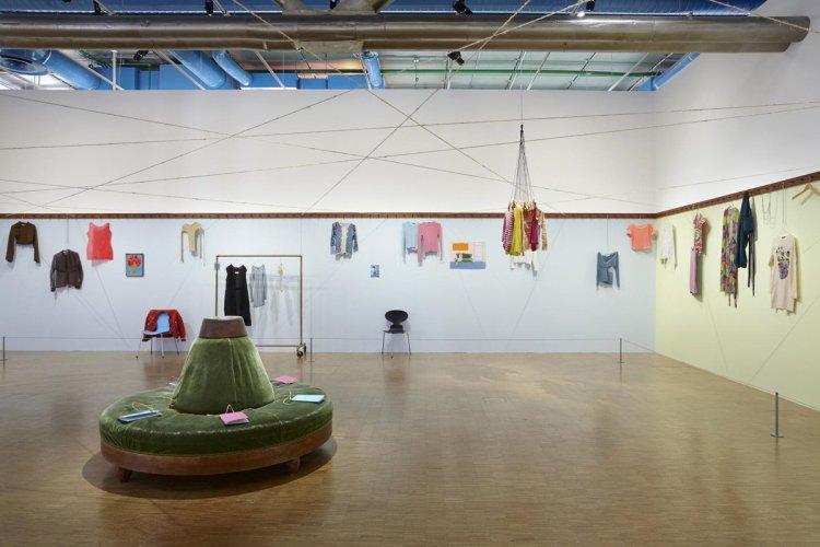 Euqinimod & costumes, 2014, installation view - © Grégoire Vieille / Adagp, Paris 2015