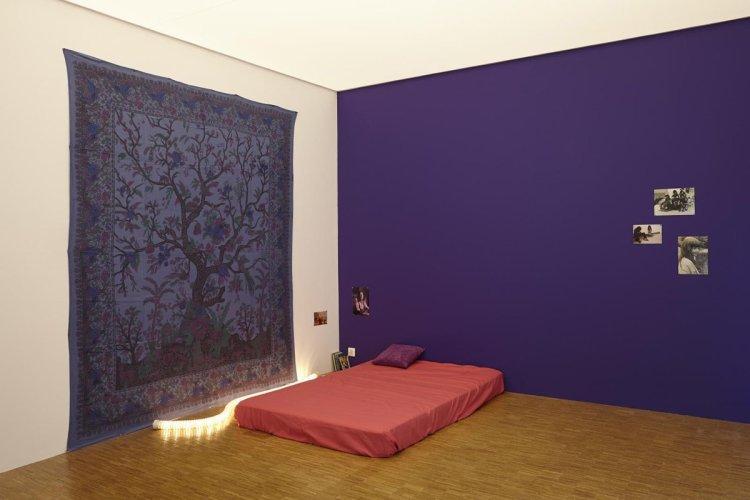 Nos années 70 (chambre), 1992, installation view - © Grégoire Vieille / Adagp, Paris 2015