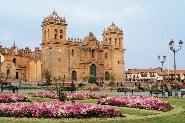 Plaza de Armas à Cusco, la cathédrale. - © Author's Image