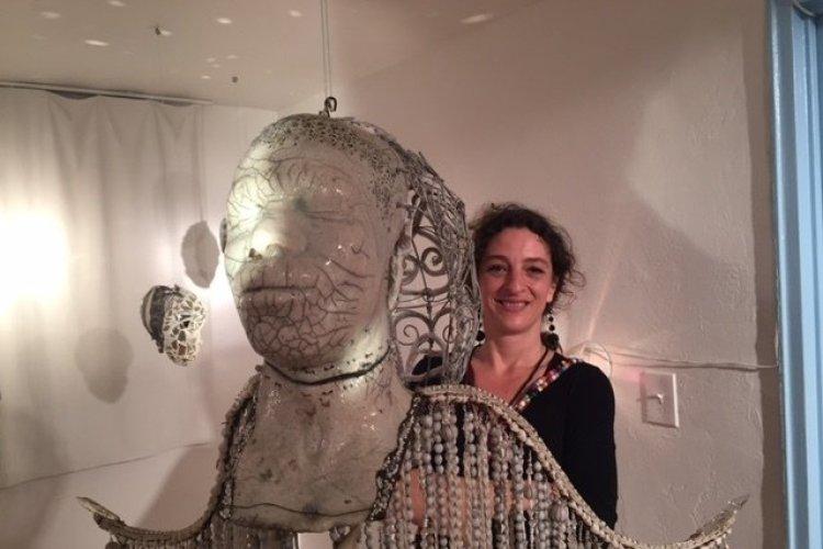Pascale Monnin et son ange-Galerie Monnin-Aqua art Miami-Hotel Aqua - © Saliha HADJ-DJILANI