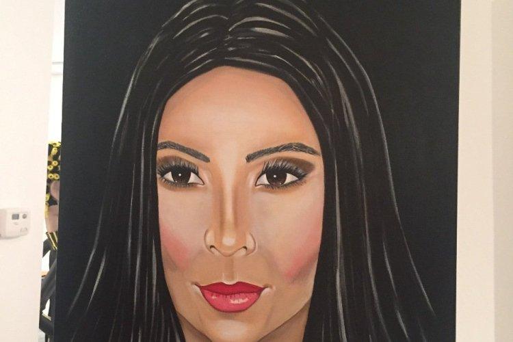 Kim Kardashian par Clara Poupel-France Pavilion - © Saliha HADJ-DJILANI