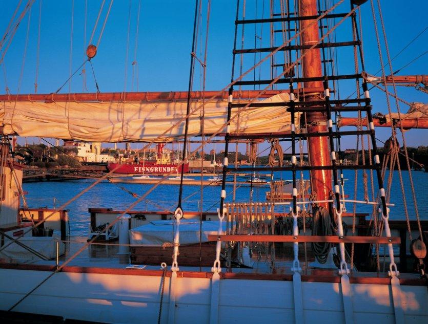 Vieux bateau dans le parc de Djurgården. - © Tom Pepeira - Iconotec