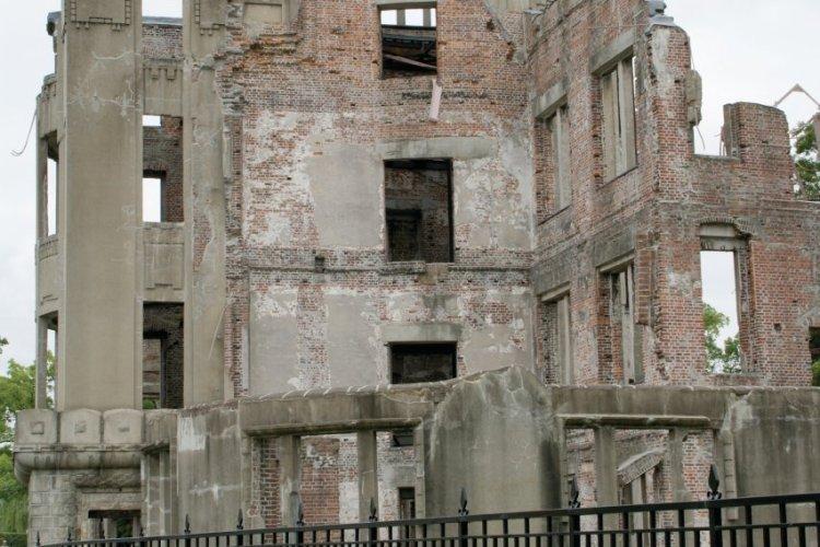 Le célèbre dôme de la bombe, l'un des seuls bâtiments que l'explosion atomique n'a pas soufflé. - © Barthélémy COURMONT