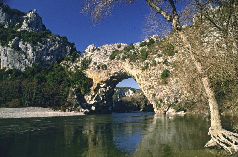 Pont naturel sur l'Ardèche - © VALÉRY D'AMBOISE