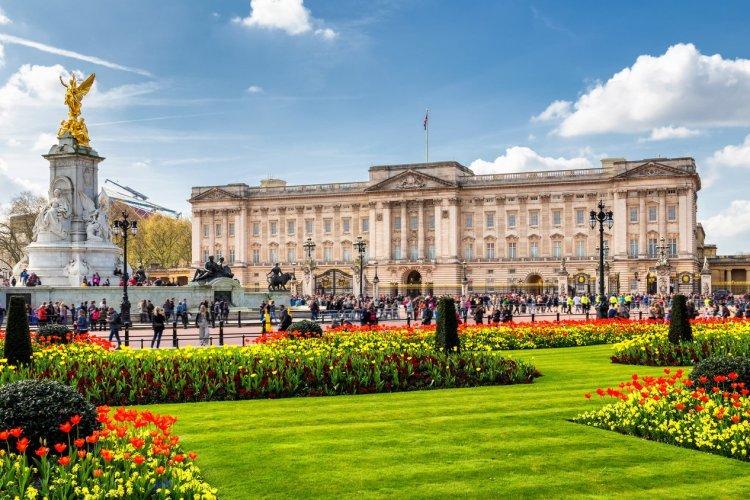 Buckingham Palace - © DaLiu