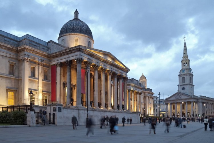 National Gallery et St Martin's-in-the-Fields - © stockcam