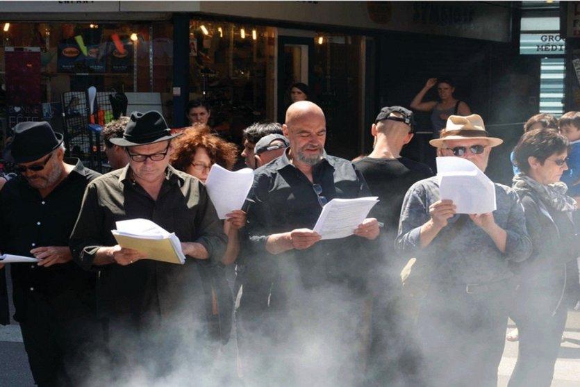 Lecture dans les rues de Montreuil. - © Aurélie Giordano - Les Anthropologues