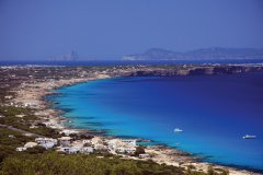 Vue de Formentera avec Ibiza au fond. (© Conselleria de Turisme de Formentera - Moonkoala)