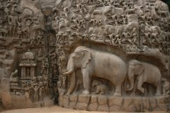 Le bas-relief d'Arjuna porte aussi le nom de Descente du Gange. (© Stéphan SZEREMETA)