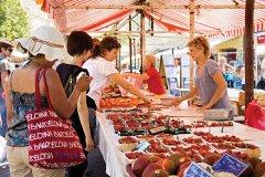 Marché du Cours Saleya dans le Vieux Nice. (© Sime)