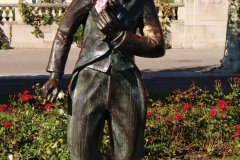 Statue de Charlie Chaplin sur le quai Perdonnet, Vevey. (© Philippe GUERSAN - Author's Image)