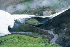 Pont de glace sur la source chaude de Storihver. (© Thierry Lauzun - Iconotec)