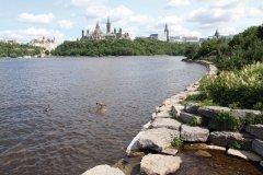 Rivière des Outaouais et colline du Parlement. (© Stéphan SZEREMETA)