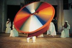 Derviche tourneur et musiciens. (© Arthur LEROY - Iconotec)