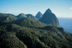 Martinique : Vue aérienne de Petit-Piton et Grand-Piton. - Tom Pepeira  - Iconotec