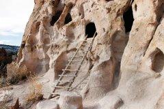 Grottes du Bandelier National Monnument. (© lillisphotography - iStockphoto.com)