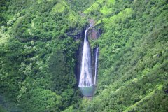 Survol en hélicoptère de la Na Pali Coast, les Jurassic Park Falls. (© Ludovic COSTE)