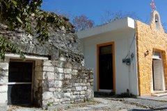 Temples maya et catholique se dressent côte à côte sur la petite place du village. (© Aurélien LEMOINE)