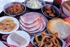Repas québécois à la cabane à sucre. (© Author's Image)