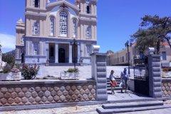 L'imposante église de la place centrale de Neapoli. (© Alex VUCKOVIC)