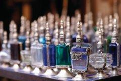 Flacons de parfums, dans la médina. (© Sébastien CAILLEUX)