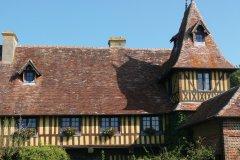 Architecture typique de la région, ici à Beuvron-en-Auge. (© www.calvados-tourisme.com)