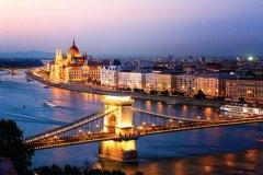 Le pont des chaines et le parlement. (© ecarql)
