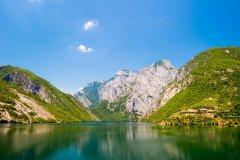 Lac de Koman. (© Andrii Lutsyk - Shutterstock.com)