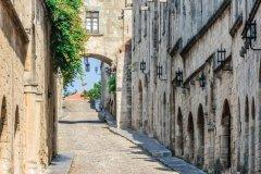 Rue des Chevaliers, Rhodes Chora. (© Starcevic)