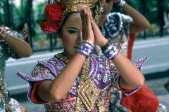 Danseuse en costume traditionnel. (© S.Nicolas - Iconotec)