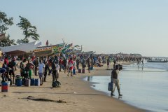 Retour de pêche sur la plage de Kafountine. (© Fabian Plock - Shutterstock.com)