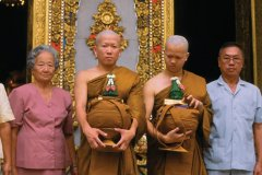 Ordination de moines novices au Wat Bowonniwet. (© Mickael David - Author's Image)