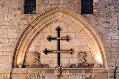 La Croix de Lorraine sur la façade de la porte de la Craffe (© Stéphane Belin)