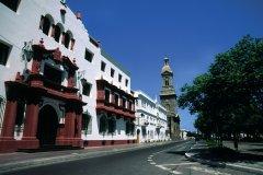 Bâtiment de la Municipalidad et la cathédrale de La Serena (© Sylvie LIGON)