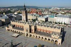 Rynek Główny et la Halle aux Draps vue du haut du clocher de l'église de Notre-Dame. (© Patrice ALCARAS)