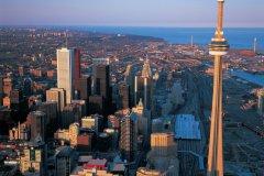 Vue aérienne de Toronto. (© Tom Pepeira - Iconotec)