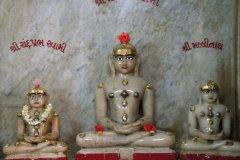 Statues au temple Jain. (© Stéphan SZEREMETA)