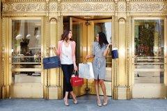 Shopping dans le quartier commerçant de Magnificent Mile. (© Dennis Lee - Factor Women Photo - Magnificent Mile  / Choose Chicago)