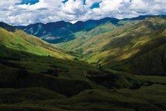 La grande vallée qui redescend de Menymya et donc de la côte Nord vers la côte Sud de la Nouvelle-Guinée. (© Philippe Gigliotti)