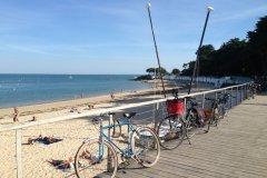 Vélos sur la plage des Dames, Noirmoutier. (© Linda CASTAGNIE)